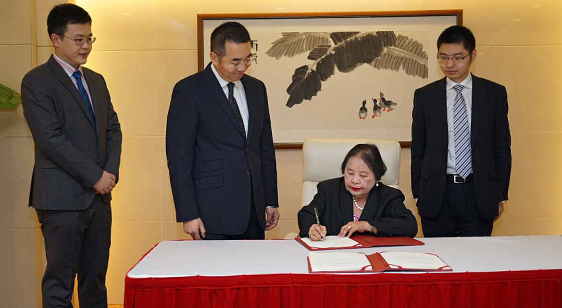 Philippines's Ambassador to China signed the Articles of Agreement of the Asian Infrastructure Investment Bank