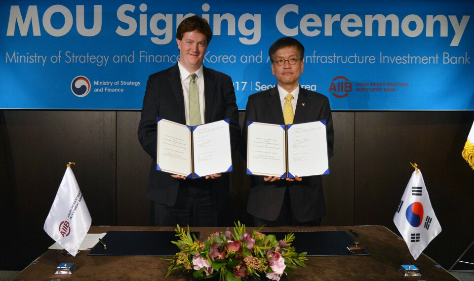 AIIB and Republic of Korea sign MOU to launch AIIB 2017 Annual Meeting